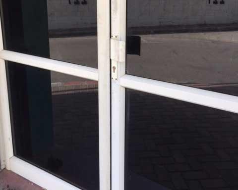 תיקון דלתות אלומניום